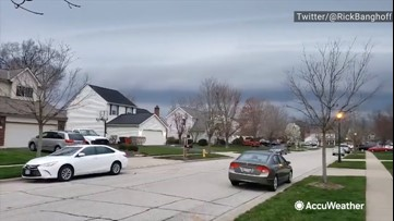 Shelf cloud looms over neighborhood