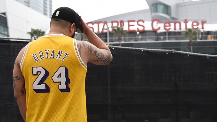 Grammys pre-show opens with moment of silence for Kobe Bryant