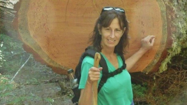 Daughters say misinformation contributed to their mom's COVID-19 death