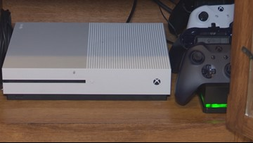 'It's infuriating': Mom warns other parents after predator contacts son through gaming console