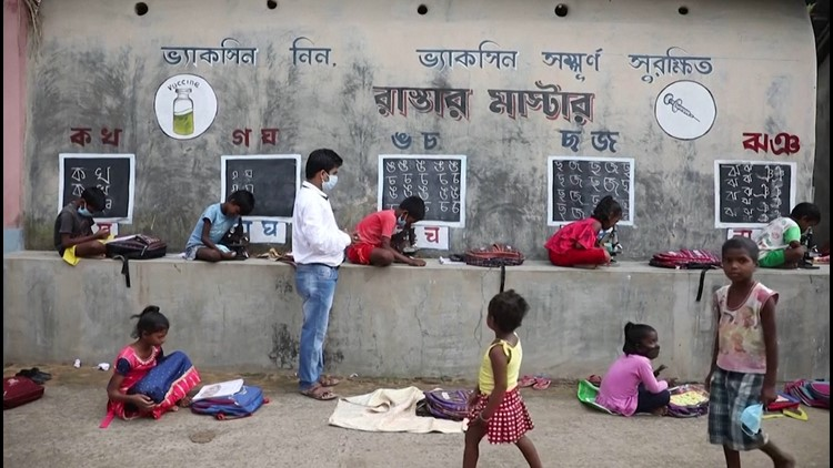 Teacher in India Taking the Classroom to the Streets To Help Kids With No Internet Access