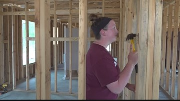 College students help Habitat for Humanity