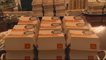 President Trump serves burgers, pizza to Clemson Tigers