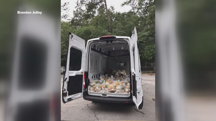 Tienda Latina Pasabien truck with food to distribute to community