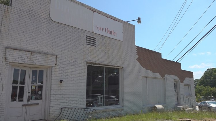 Old Irmo furniture building coming down to make way for new Dominos Pizza