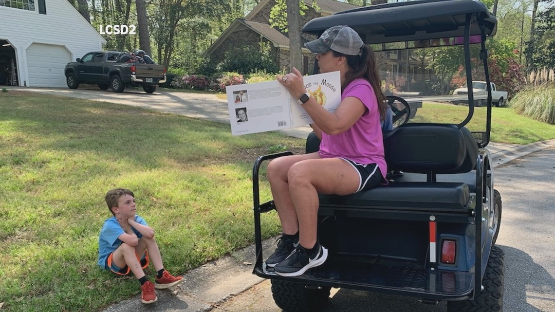 Lexington County teacher travels on golf cart to read to students