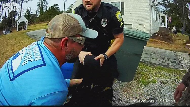 Two Midlands landscapers join in police chase, help nab suspect