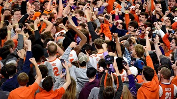 Clemson upsets 5th ranked Louisville at home 77-62