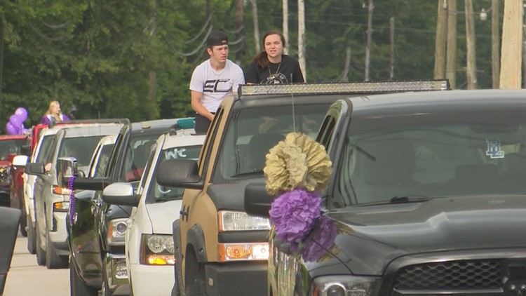 Batesburg-Leesville High continues new parade tradition to celebrate the Class of 2021