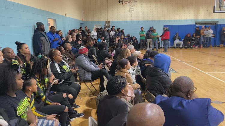 crowd to support Smith family
